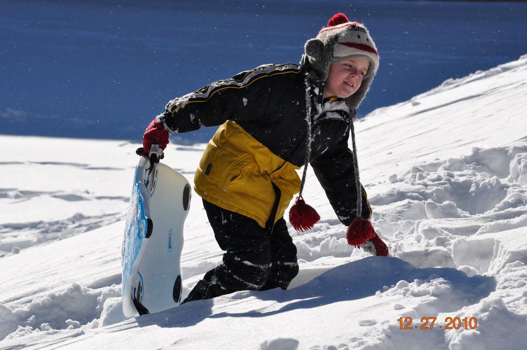 Aktiviteter for børn i sneen i Saalbach